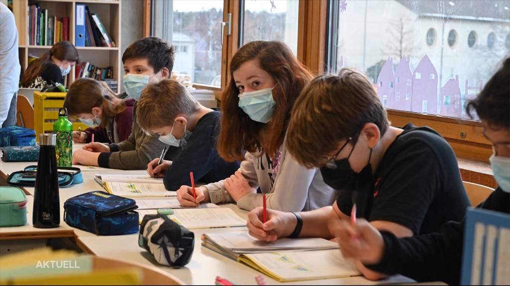 Aargauer Vater kämpft mit einer Petition gegen die Maskenpflicht an der Volksschule