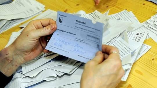 Zählung der Wahlzettel in Zürich