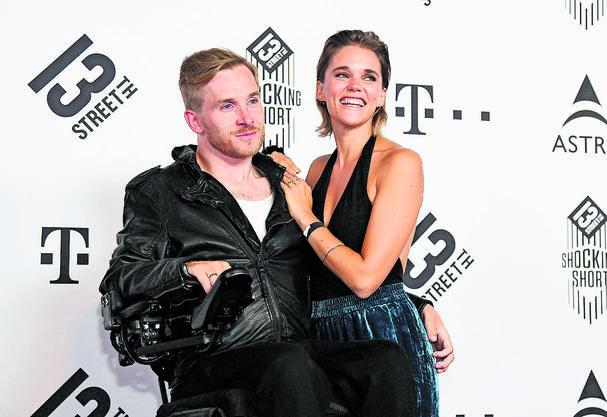 Seit 2016 ist er mit Schauspielerin Sarah Timpe verheiratet.
