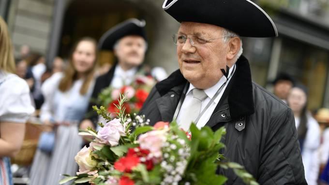 Johann N. Schneider-Ammann, alt Bundesrat beim traditionellen Umzug der Zünfte am Zürcher Sechseläuten.