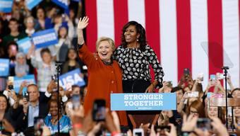 US-First Lady Michelle Obama kämpft für ihre Freundin Hillary Clinton. Auf einer Wahlveranstaltung in Salem rief die populäre Präsidentengattin die Wähler der Demokraten eindringlich auf zur Wahl zu gehen.