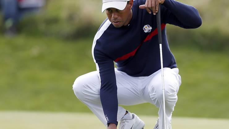 Alle Sorgfalt auf den Greens nützte nichts: Tiger Woods startete mit Niederlage