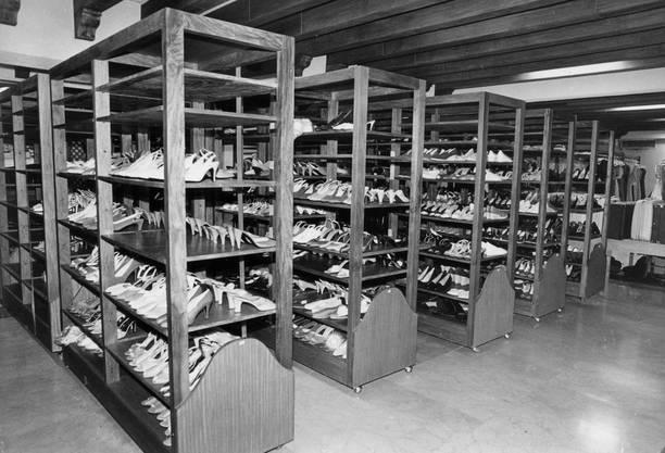 Die Bilder von den unzähligen Schuhregalen der Diktatorenwitwe gingen um die Welt.