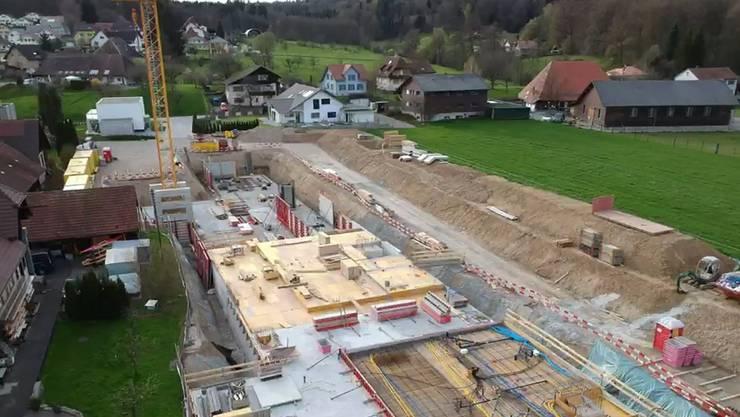 Zwischen der Egelmoosstrasse und Köllikerbach wird gerade an neuen Wohnungen gebaut.