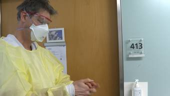 «Aus Sicherheitsgründen würde das Spitalpersonal Schürze, Schutzbrille und Maske tragen», sagt KSA-Chefarzt Christoph Fux.