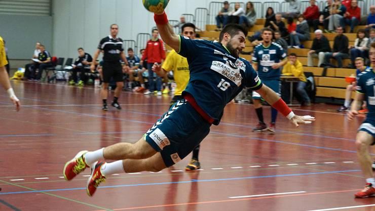 Leonard Pejkovic durchbricht die Verteidigung.