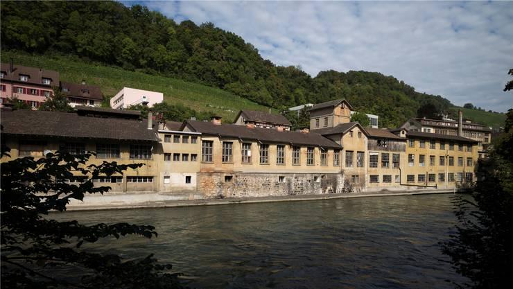 Blick auf einen Teil des Oederlin-Areals: Das Botta-Thermalbad, das auf der gegenüberliegenden Flussseite gebaut wird, hätte darauf viermal Platz. Alex Spichale /AZ-Archiv