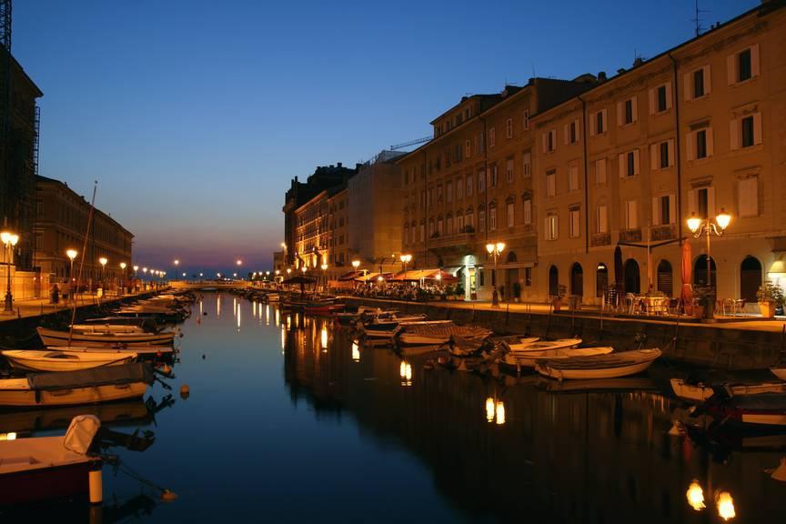 Der Canal Grande ist auch bei Nacht ein Schmuckstück (Bild: istock)