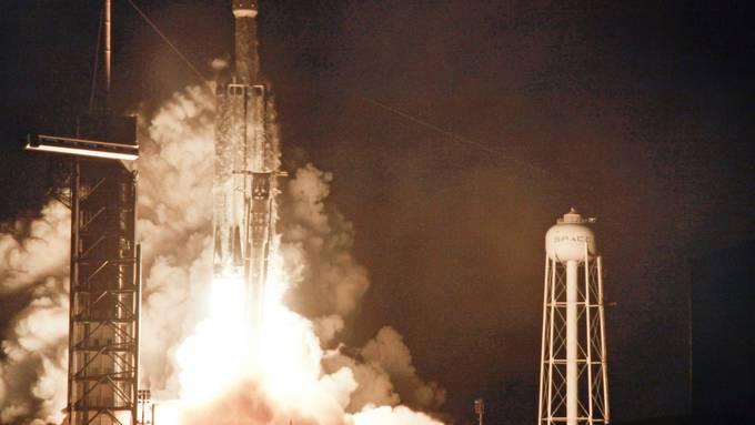 Eine SpaceX Falcon-Rakete startet am 25. Juni 2019.