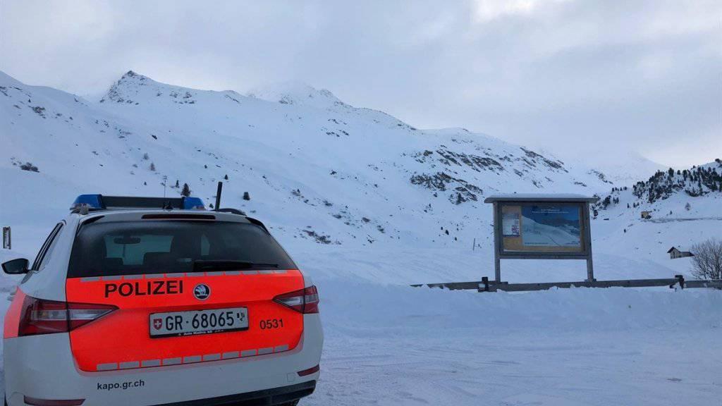 In Davos, am Flüela Wisshorn, verunfallte ein 31-jähriger Snowboarder in einer Lawine. Er starb später im Spital.