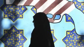 Am 32. Jahrestag der Besestzung der US-Botschaft haben in Teheran Tausende demonstriert