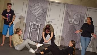 Bis jetzt ging es bei den Proben des Klingnauer Jugendtheaters im Propsteikeller in erster Linie um Vorübungen.