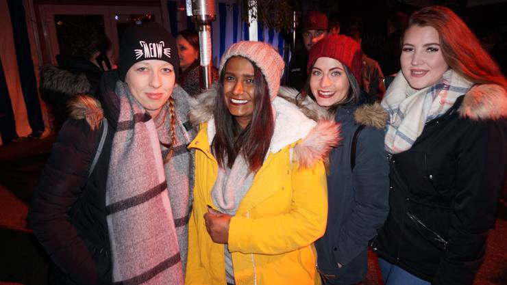 Von links: Svenja Wolter aus Gränichen, Mayuri Thirukeswaran aus Hausen, Milena Beccarelli aus Hausen und Jasmin Hunziker aus Boniswil. Sie sind zum dritten Mal da. Ein sehr vielfältiges Fest, findet Thirukeswaran.
