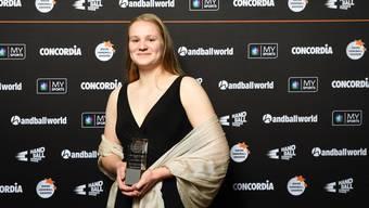 Alina Stähelin freut sich über den Award.