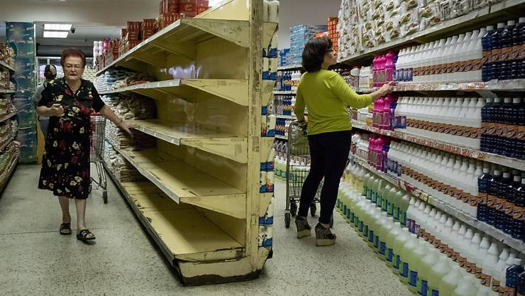 Leere Regale in der venezolanischen Hauptstadt Caracas: Die Opposition Venezuelas fordert humanitäre Hilfe für das Land. (Archiv)