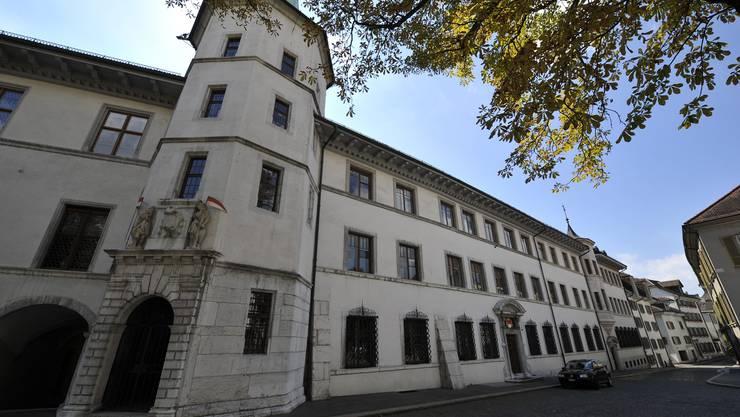 Solothurner Rathaus: Die Einbindung des oberen Kaders in das Lohnsystem des GAV erachtet der Regierungsrat als sinnvoll.