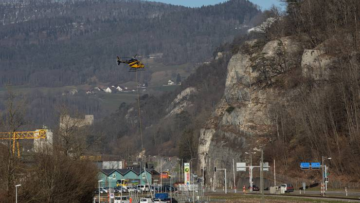 Die Fahrleitungsmasten für die Oensingen Balsthal-Bahn OeBB werden ersetzt.