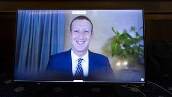 Nicht nur er hat gut lachen: Facebook-Chef Mark Zuckerberg bei einer US-Senatsanhörung.
