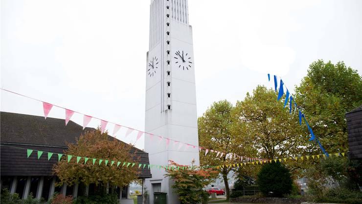 Seit 50 Jahren ragt der weisse Kirchturm nun schon in die Höhe.