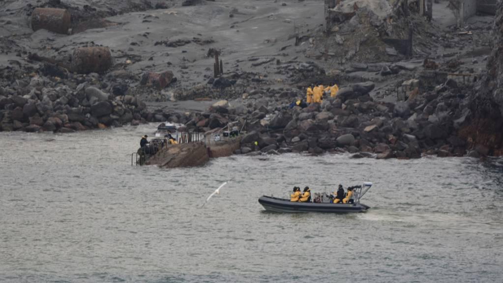 In Neuseeland wird die Suche nach dem Vulkanausbruch auf der Insel White Island die Such nach Vermissten intensiv fortgeführt.