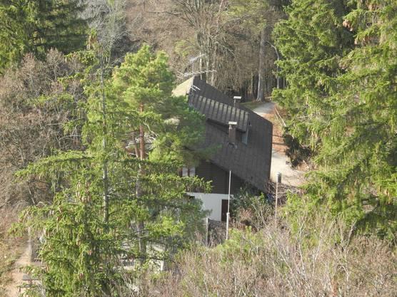 Die Waldschenke liegt nur einen Steinwurf vom Turm entfernt