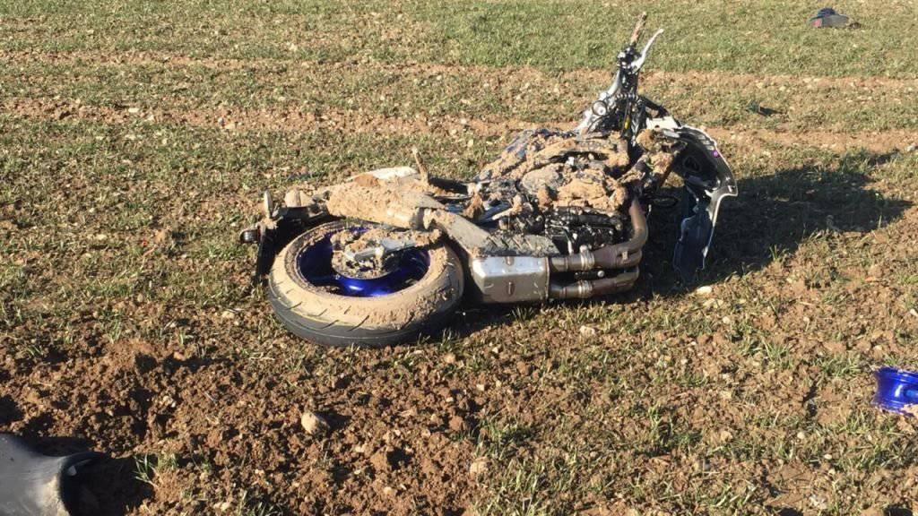 Bei einer Frontalkollision in Villigen hat sich ein Motorradfahrer schwere Verletzungen zugezogen. Seine Maschine dürfte schrottreif sein.