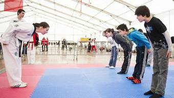 Jugendliche beim Judo.