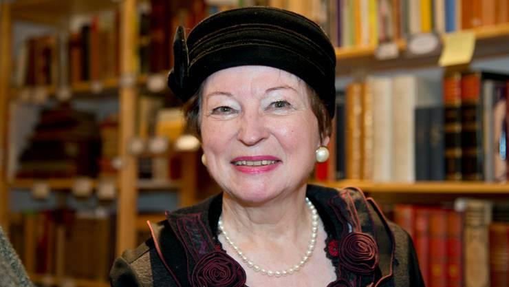 Bevor sie den Hut wegen des «Krone»-Umbaus nehmen muss, trägt sie ihn nochmals zur Schau: Nelly Mathys.