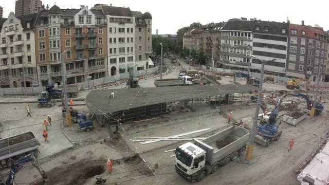 Auf- und Abbügeln des Trolleybus zwischen Hard- und Albisriederplatz.