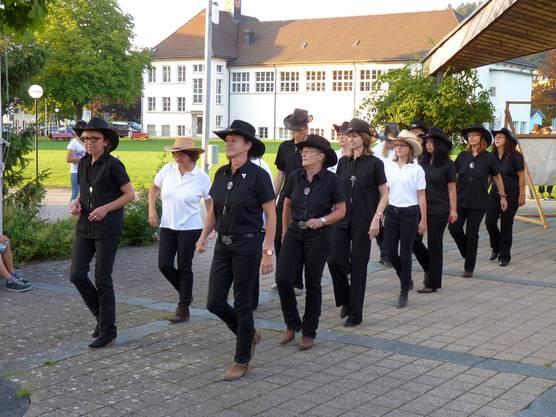 Die Moonwalker-Linedancers bei einem Showauftritt