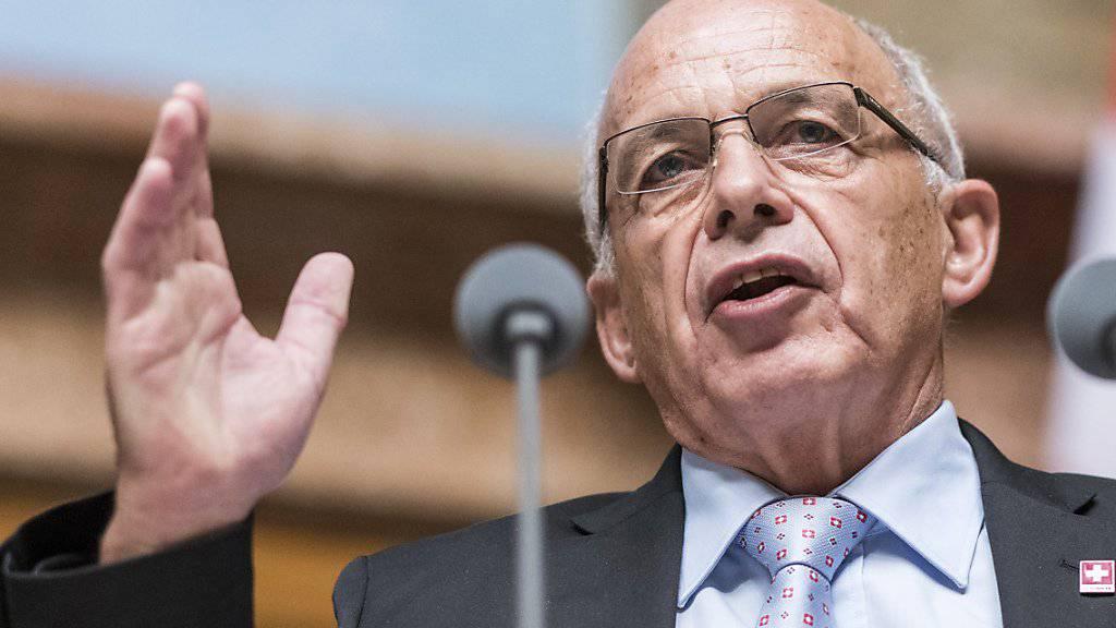 Finanzminister Ueli Maurer spricht im Parlament über die Steuervorlage. Nun erwartet ihn ein harter Abstimmungskampf. Die Gegner sind bereit. (Archiv)