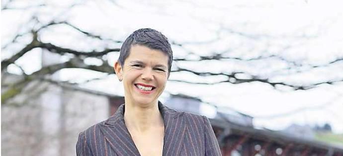 Die 49-Jährige sitzt seit 2014 für die FDP im Kantonsrat. Ebenfalls seit 2014 ist sie Stadträtin in Wädenswil, zuständig für Soziales. Astrid Furrer machte ursprünglich eine Lehre als Operationsassistentin. Später liess sie sich zur Önologie-Ingenieurin ausbilden. Heute arbeitet sie als selbstständige Önologin. Als politische Schwerpunkte nennt sie die Soziales und Gesundheit, insbesondere auch die Finanzierungsfrage von Heimen.