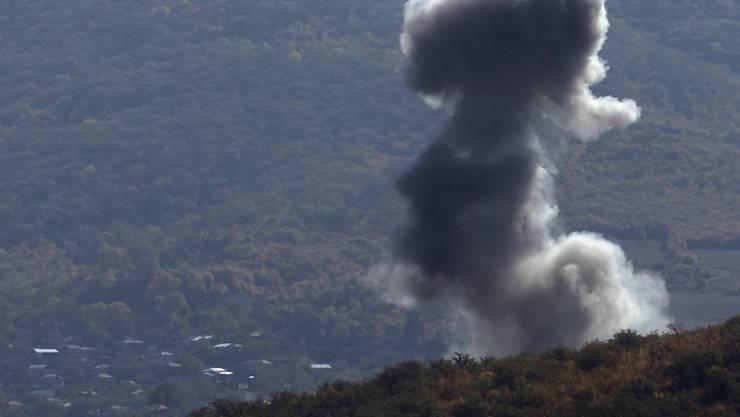 Armenien und Aserbaidschan haben sich auf eine Waffenruhe bei den Kämpfen in der Südkaukasusregion Berg-Karabach geeinigt. Foto: Uncredited/AP/dpa