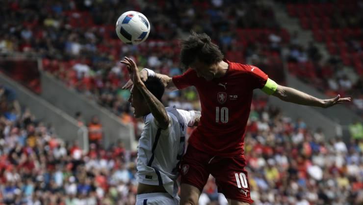 Tschechien hatte gegen Südkorea selten Oberwasser wie hier Tomas Rosicky (10) gegen Suk Hyun-Jun