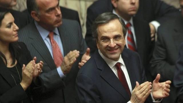Applaus der Regierung nach Haushalts-Billigung durch Parlament