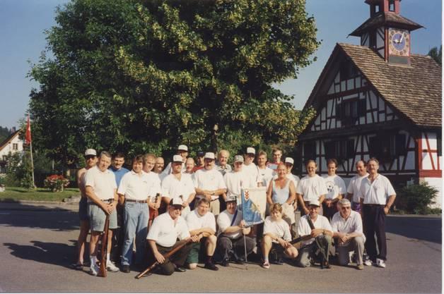 Schützen FSV Aesch vor dem Aescher Türmli 1995