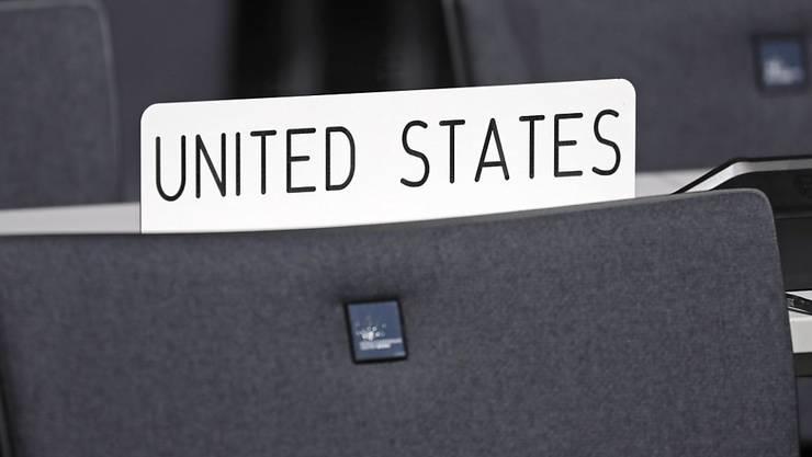 An der Klimakonferenz in Bonn sollte der Sitz der USA noch besetzt sein. Nach dem Willen von Präsident Donald Trump sollten die USA aber als einziges Land bald nicht mehr dabei sein.