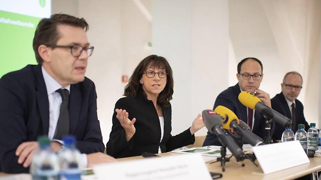 Die St. Galler Regierung will vier von neun Spitälern im Kanton schliessen. Gesundheitschefin Heidi Hanselmann (SP) begründet den Entscheid.