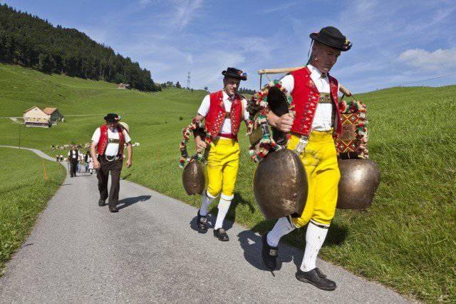 Diä Woche dröllt sich bi üs alls um s'Gschnorr. Dialektwuche, freudig! © KEYSTONE/Martin Ruetschi