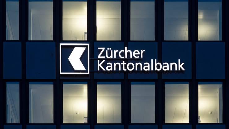 Die ZKB schliess den Grossteil ihre Kundenschalter. (Symbolbild)