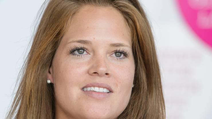 Eishockeyspielerin Florence Schelling informiert über sportliche Erfolge.