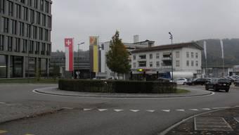 Die Migrol-Tankstelle beim Bachthalen-Kreisel in Windisch könnte einer neuen Kantonsschule weichen.