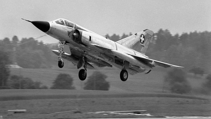 Eine Mirage III S: Pläne  für die Triebwerke des Abfangjägers hat Frauenknecht geschmuggelt.
