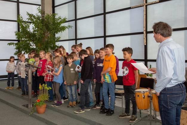 Die Kinder wirkten mit Liedern, Musik und Theaterszenen im Gottesdienst mit.