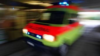 Tödlicher Unfall: Ein Mann wollte im Bahnhof Gampel-Steg VS die Geleise überqueren. Dabei stürzte er und wurde von einem Zug erfasst. (Symbolbild)