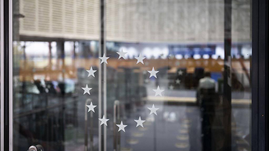 Flüchtlinge, die schwer straffällig geworden sind, dürfen nach einem Urteil des EU-Gerichts am Dienstag in Luxemburg unter bestimmten Umständen trotzdem nicht abgeschoben werden (Archiv).