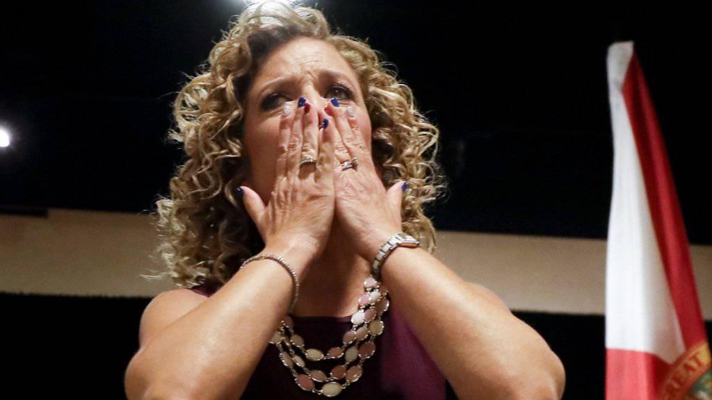 Die Parteichefin der US-Demokraten, Debbie Wasserman Schultz, kündigte ihren Rücktritt an, nachdem wenig schmeichelhafte E-Mails von ihr auftauchten. Die Organisation der Demokraten könnten nun von einem weiteren Hackerangriff betroffen sein. (Archivbild)