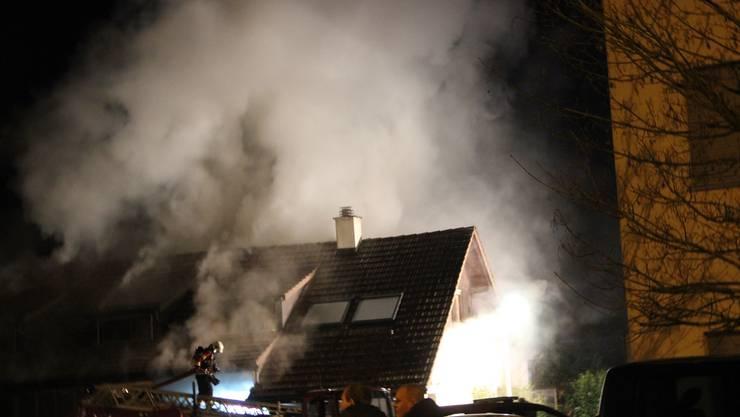 Das Feuer im Mehrfamilienhaus in Aarau Rohr hat das Haus unbewohnbar gemacht.