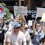 Auch in Boston gingen am Samstag Tausende Menschen auf die Strasse, um gegen die Migrationspolitik von US-Präsident Donald Trump zu demonstrieren.