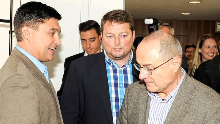 Christoph Buser (l.) und Rolf Richterich (M.) mussten gestern Claude Janiak (r.) vorbeilassen.